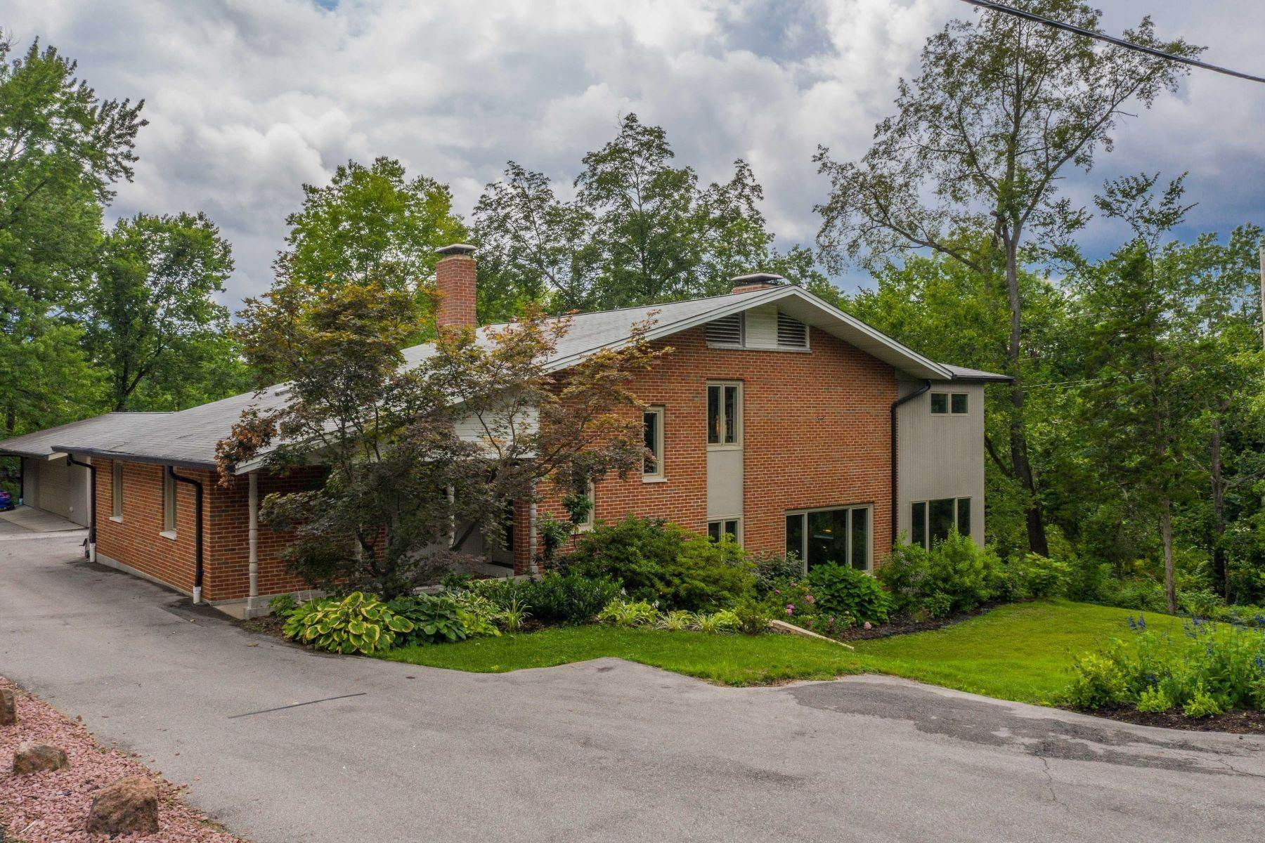 38. Single Family Homes for Sale at Mid-Century Gem in the heart of Ladue 30 Oak Bend Court St. Louis, Missouri 63124 United States