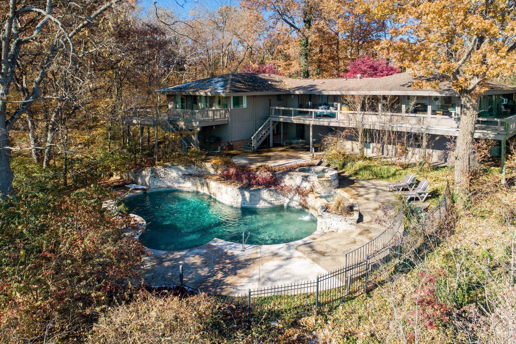 1. Single Family Homes for Sale at Relaxing Mid-Century Retreat Overlooking the Mississippi River 10 Rivermont Drive Crystal City, Missouri 63019 United States