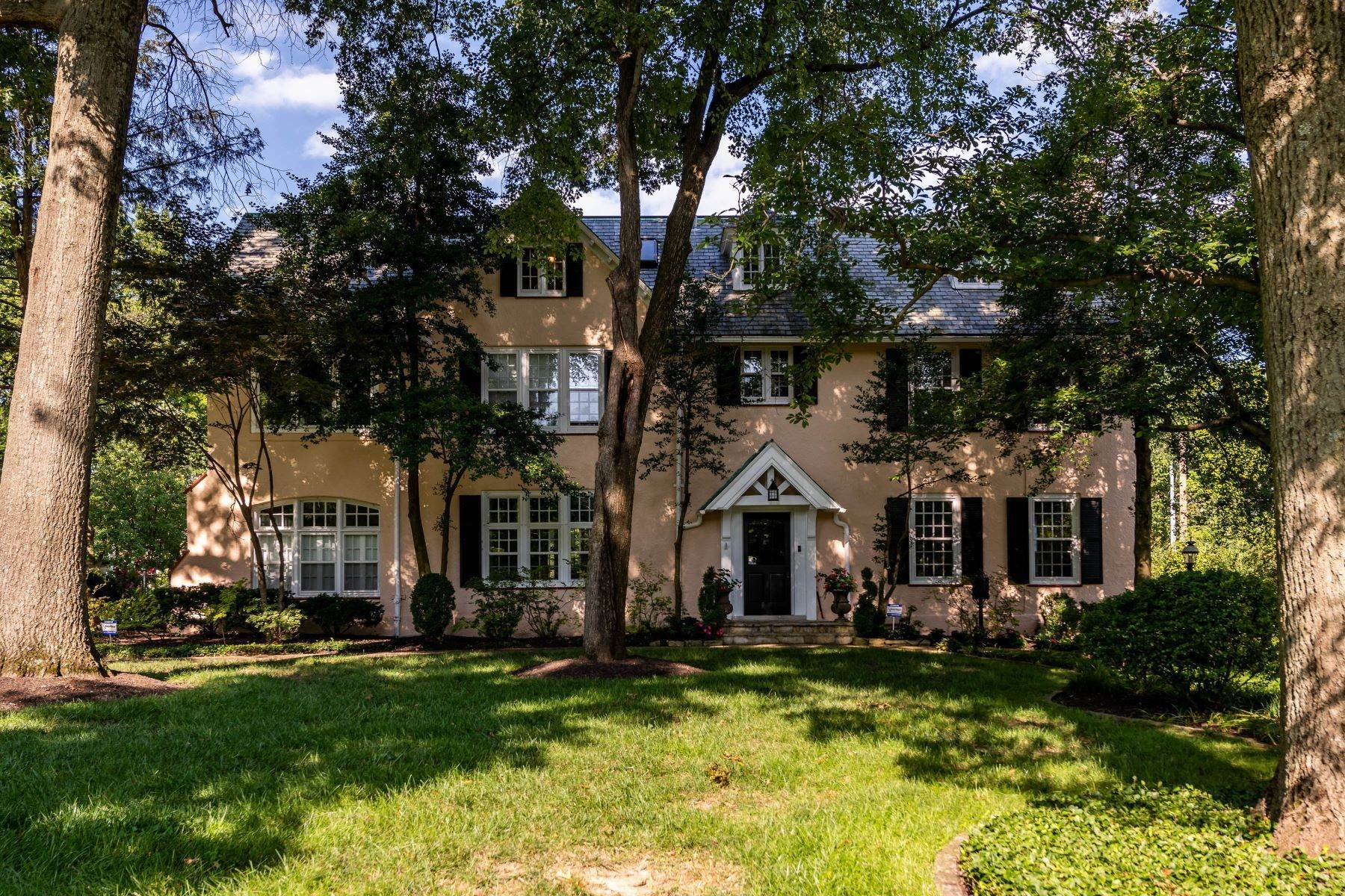 41. Single Family Homes for Sale at Gracious Historic Kirkwood Home 333 Dickson Street Kirkwood, Missouri 63122 United States