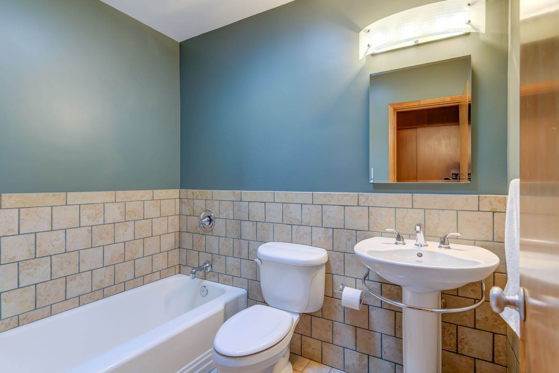 24. Single Family Homes for Sale at The Harry Hammerman House, an Important Mid-Century Masterpiece 219 Graybridge Road St. Louis, Missouri 63124 United States