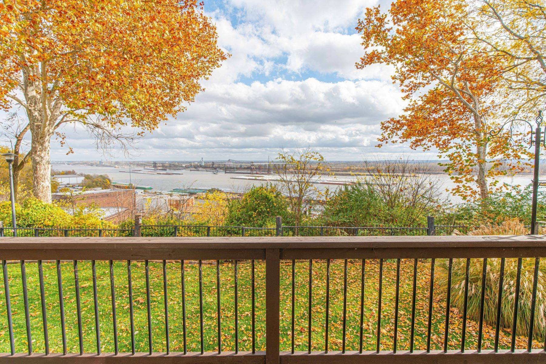 27. Condominiums for Sale at Great Riverview St. Louis City Condo 4554 Ohio Avenue St. Louis, Missouri 63111 United States