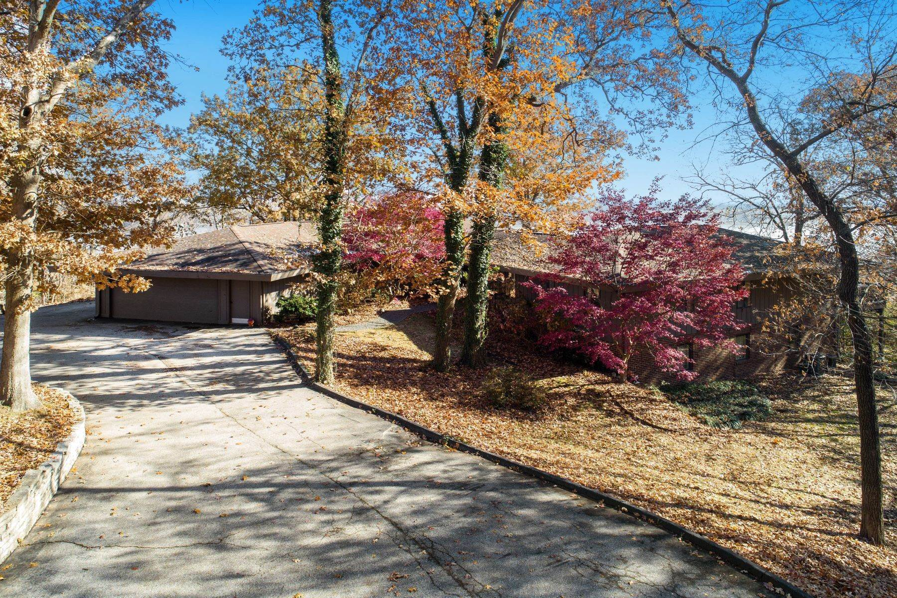 42. Single Family Homes for Sale at Relaxing Mid-Century Retreat Overlooking the Mississippi River 10 Rivermont Drive Crystal City, Missouri 63019 United States