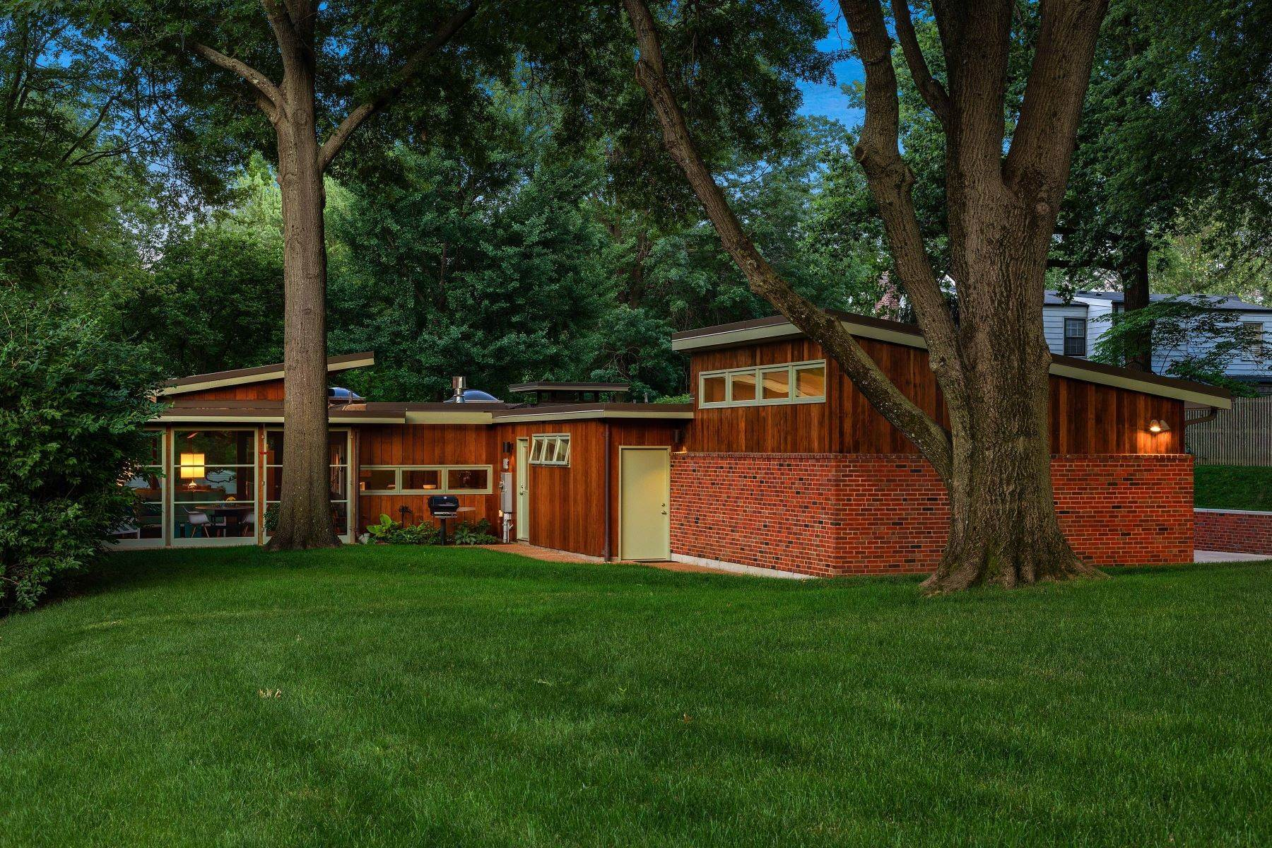 34. Single Family Homes for Sale at The Harry Hammerman House, an Important Mid-Century Masterpiece 219 Graybridge Road St. Louis, Missouri 63124 United States