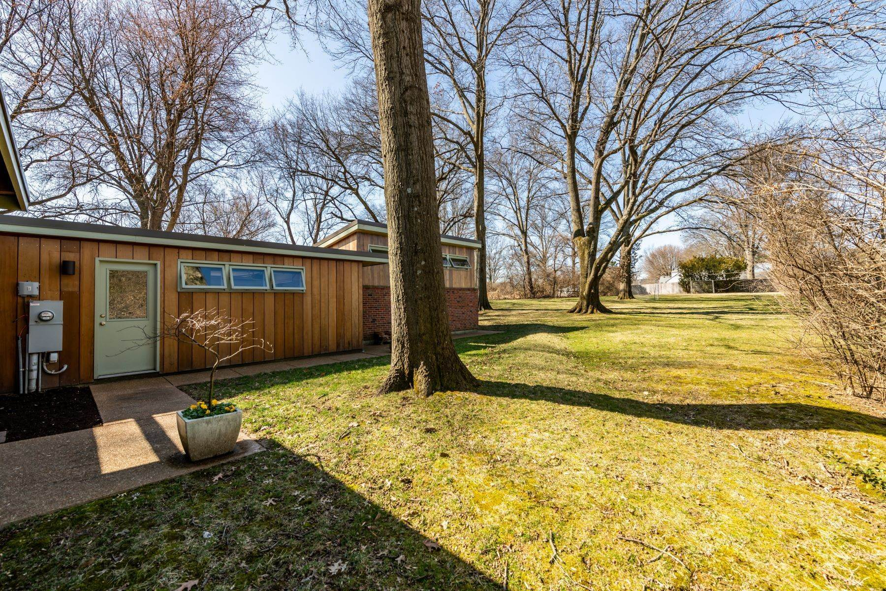 31. Single Family Homes for Sale at The Harry Hammerman House, an Important Mid-Century Masterpiece 219 Graybridge Road St. Louis, Missouri 63124 United States