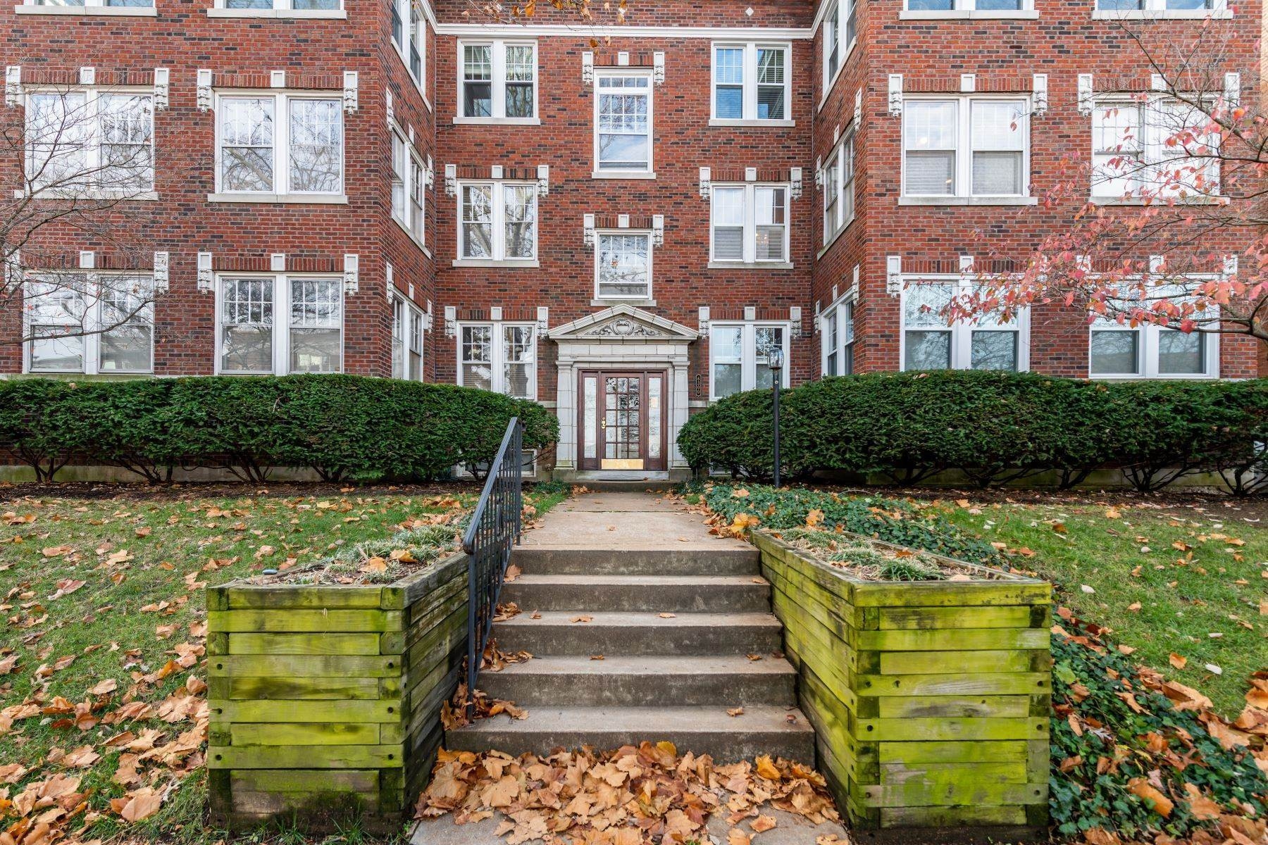 Property for Sale at Charming Condo in the Desirable Demun Neighborhood 6300 Northwood Avenue, #2E Clayton, Missouri 63105 United States