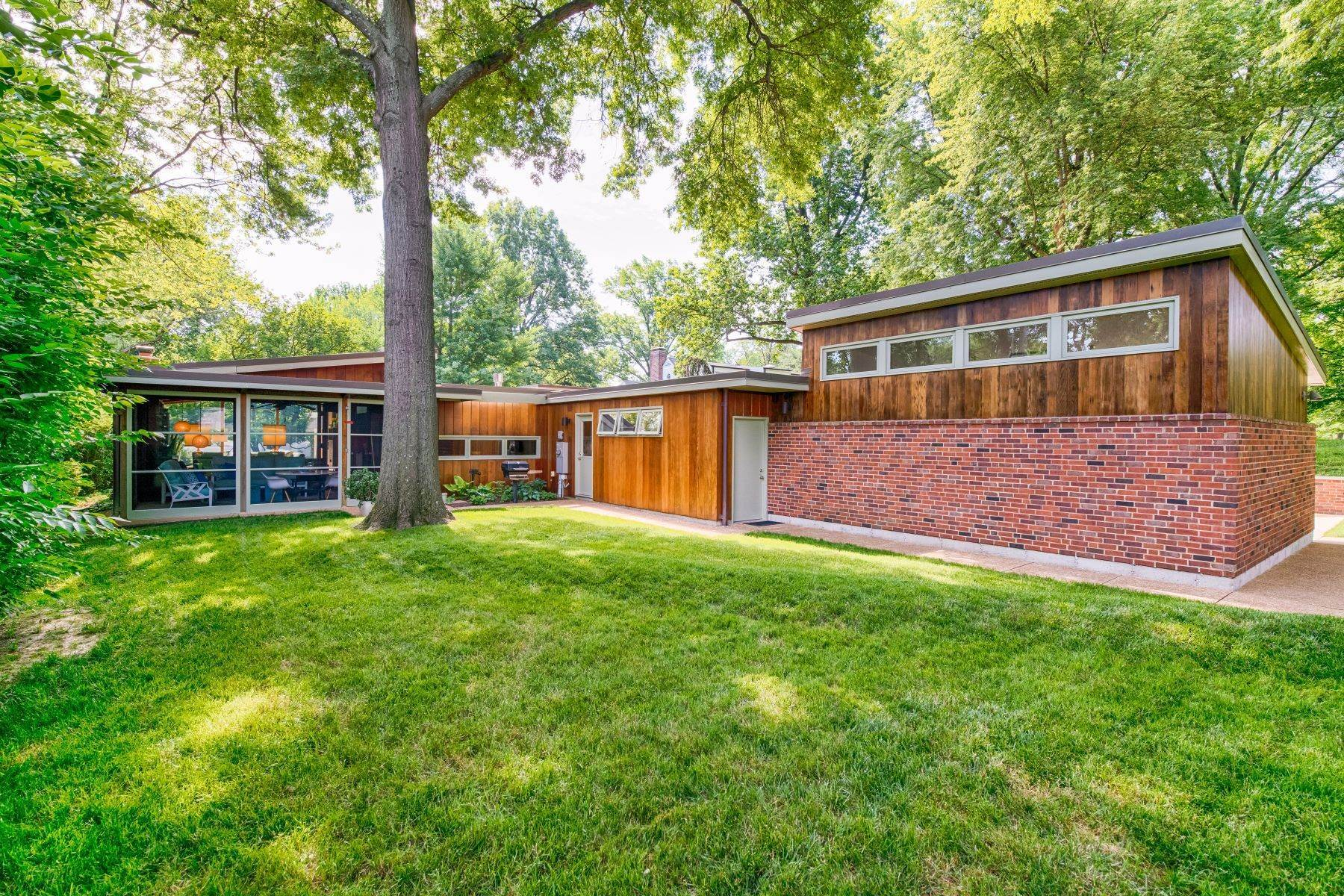 30. Single Family Homes for Sale at The Harry Hammerman House, an Important Mid-Century Masterpiece 219 Graybridge Road St. Louis, Missouri 63124 United States