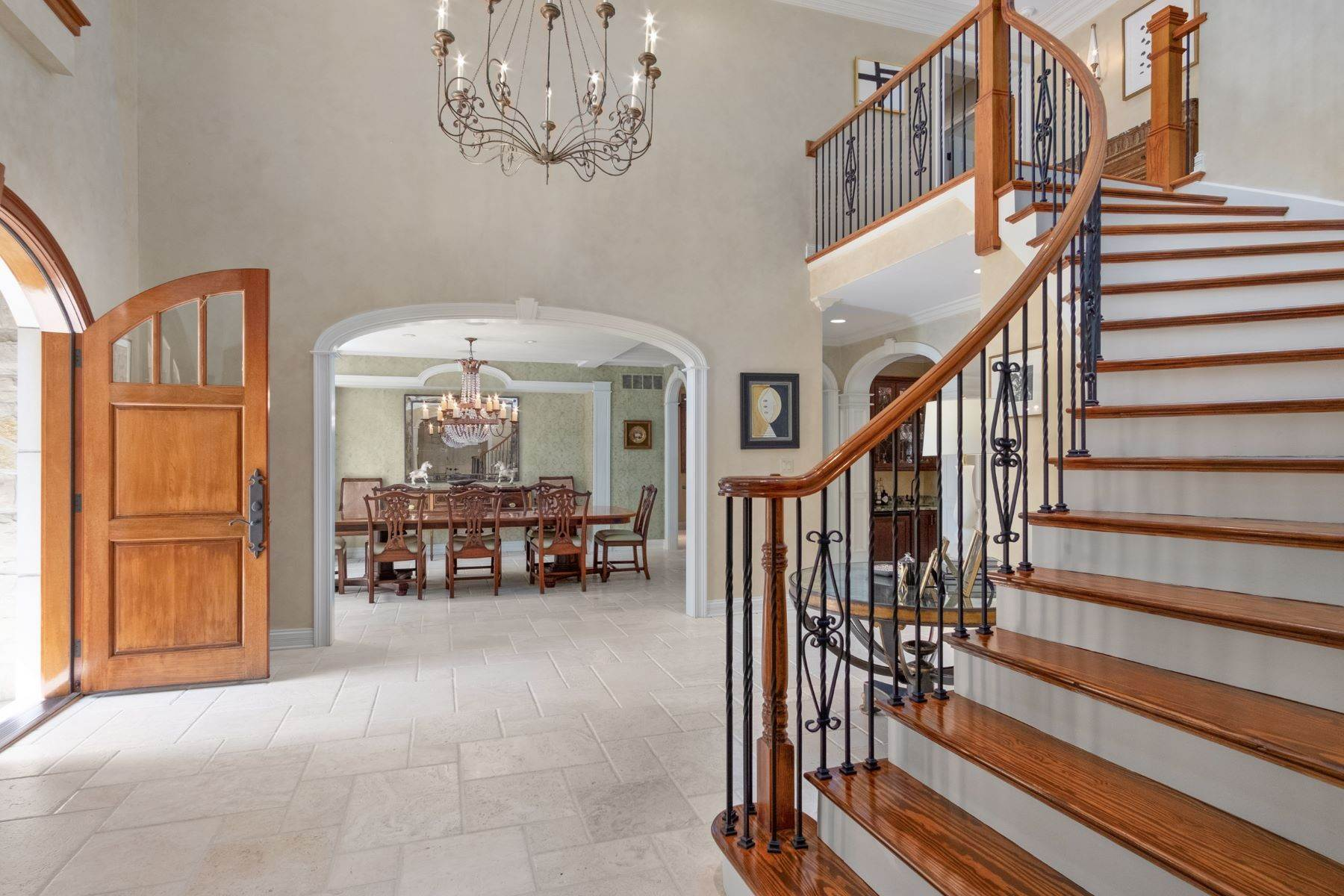 8. Single Family Homes for Sale at Outstanding Private Gated Stone 1.5 Story 10831 Ladue Road Creve Coeur, Missouri 63141 United States