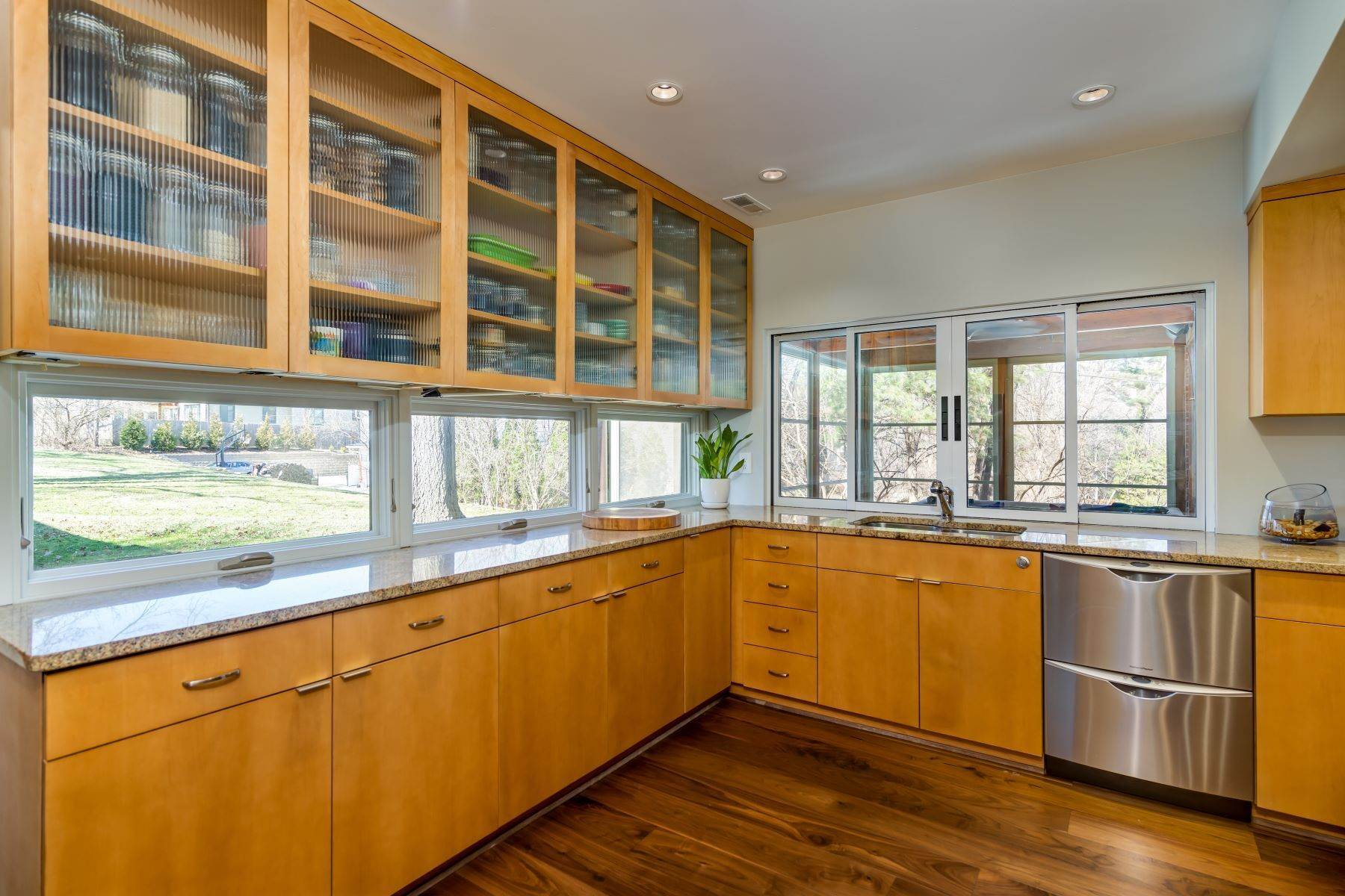 17. Single Family Homes for Sale at The Harry Hammerman House, an Important Mid-Century Masterpiece 219 Graybridge Road St. Louis, Missouri 63124 United States