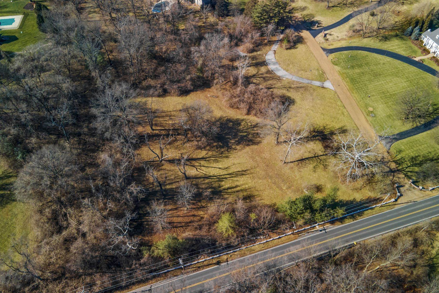 2. Land for Sale at Three Acre Lot in the Heart of Ladue 8 Warridge Drive St. Louis, Missouri 63124 United States