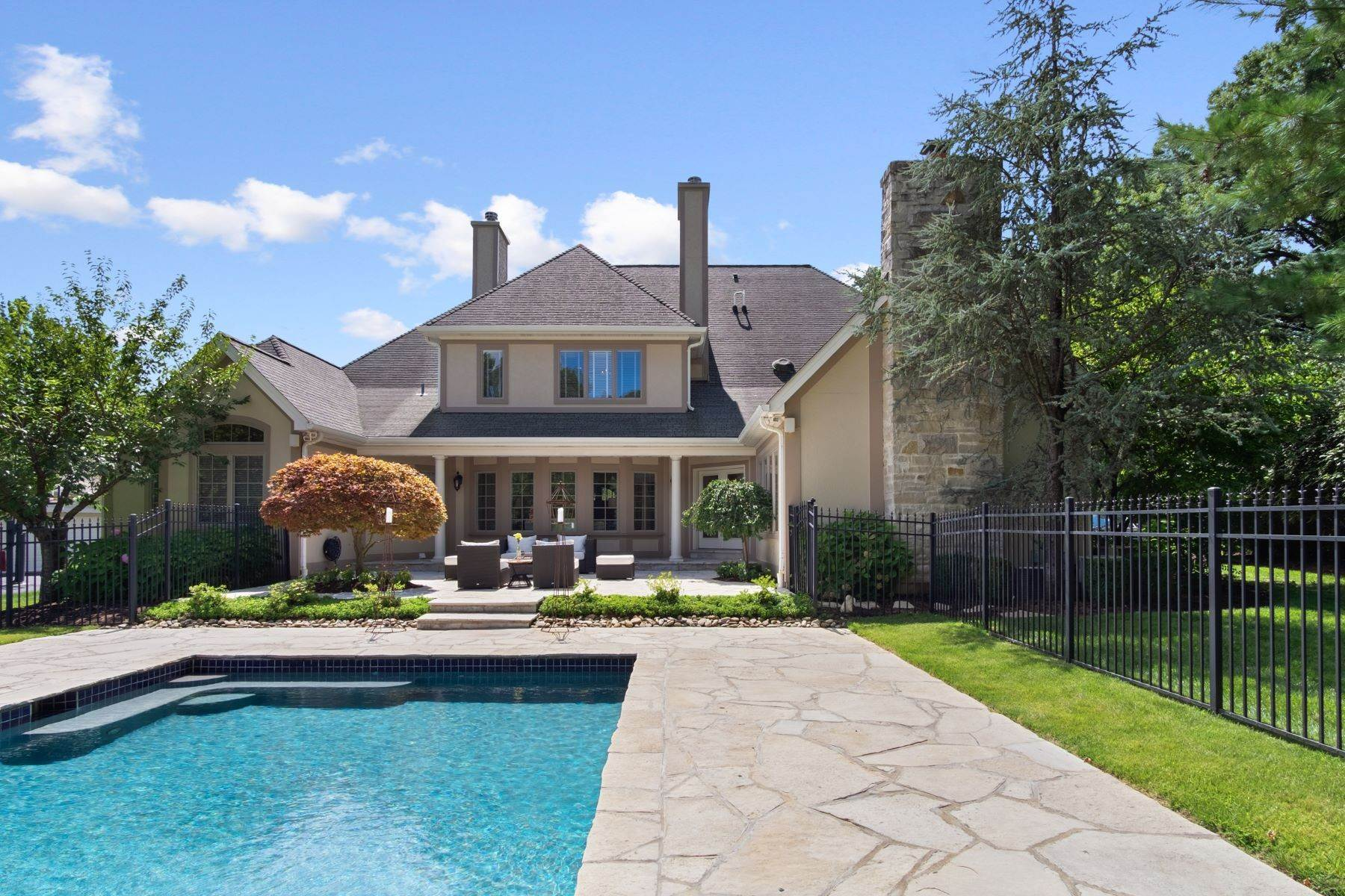 44. Single Family Homes for Sale at Outstanding Private Gated Stone 1.5 Story 10831 Ladue Road Creve Coeur, Missouri 63141 United States