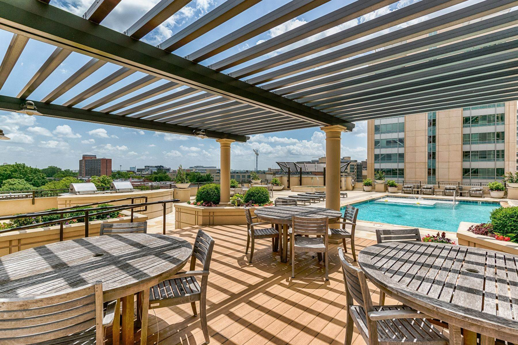 9. Condominiums for Sale at Free Flowing Condo in CWE 4909 Laclede Avenue, #1806 St. Louis, Missouri 63108 United States