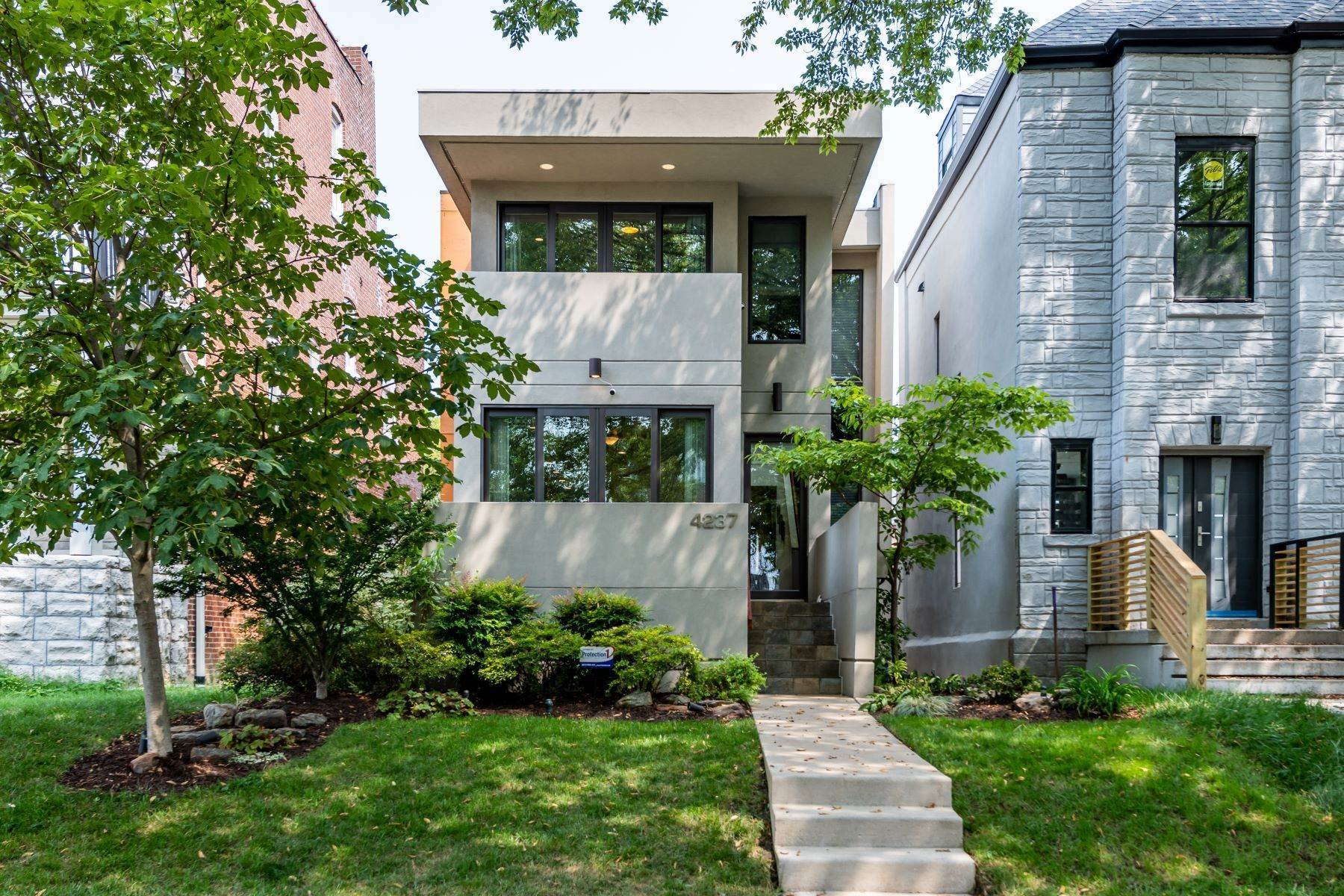 Single Family Homes for Sale at Celebration of Contemporary Design in CWE 4237 McPherson Avenue St. Louis, Missouri 63108 United States
