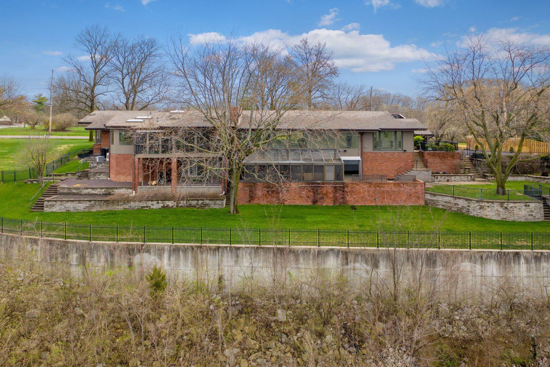 3. Single Family Homes for Sale at Sensational Mid-Century Lakefront Home 11622 Ladue Road Creve Coeur, Missouri 63141 United States