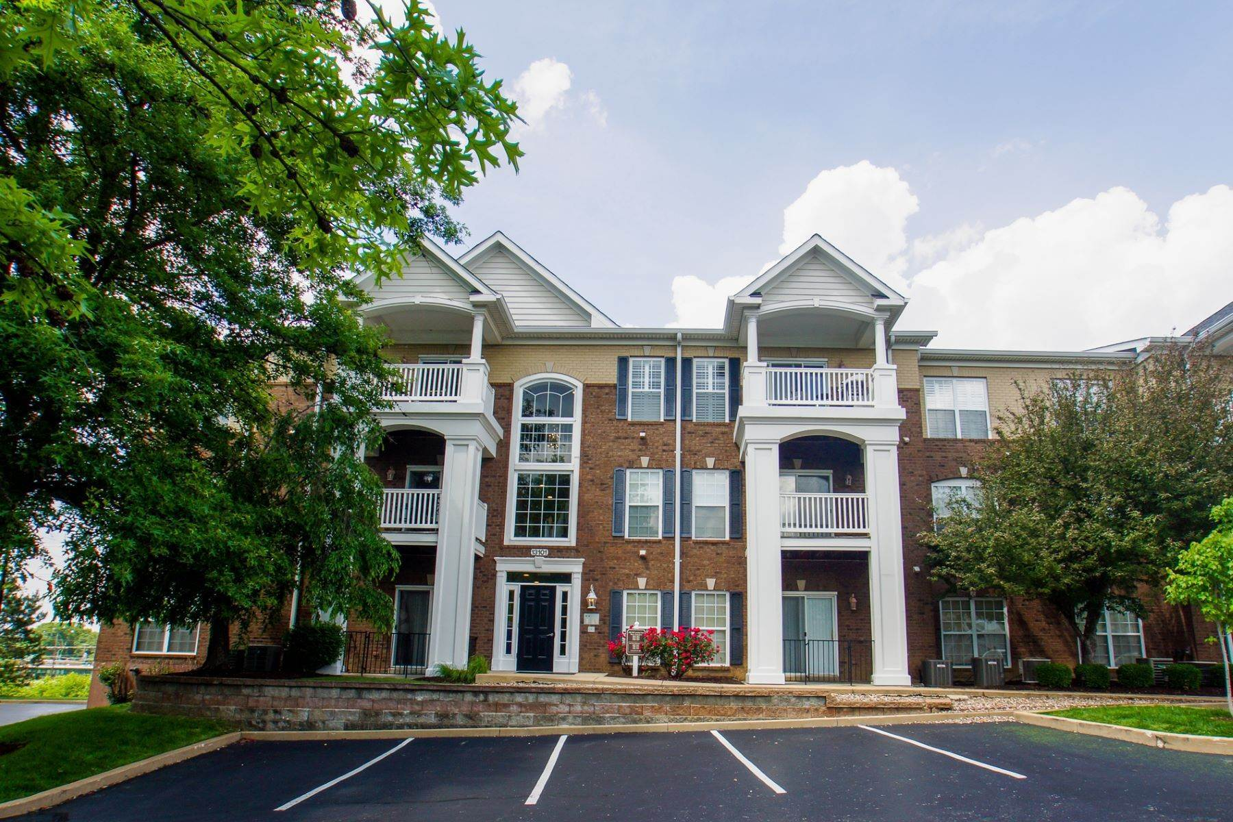 Condominiums at Lovely Creve Coeur Condo in a Gated Community 13101 Mill Crossing Court #104 Creve Coeur, Missouri 63141 United States