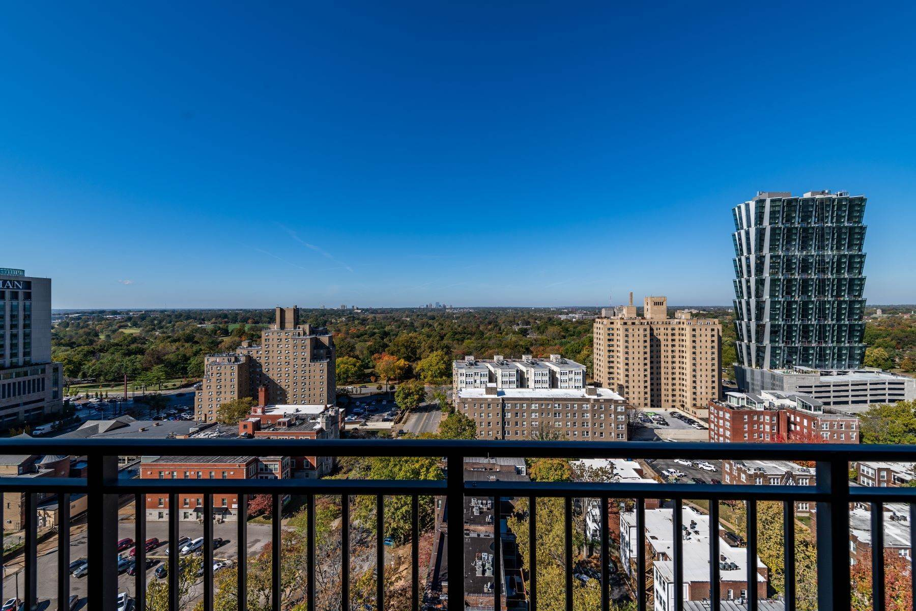 42. Condominiums for Sale at Free Flowing Condo in CWE 4909 Laclede Avenue, #1806 St. Louis, Missouri 63108 United States
