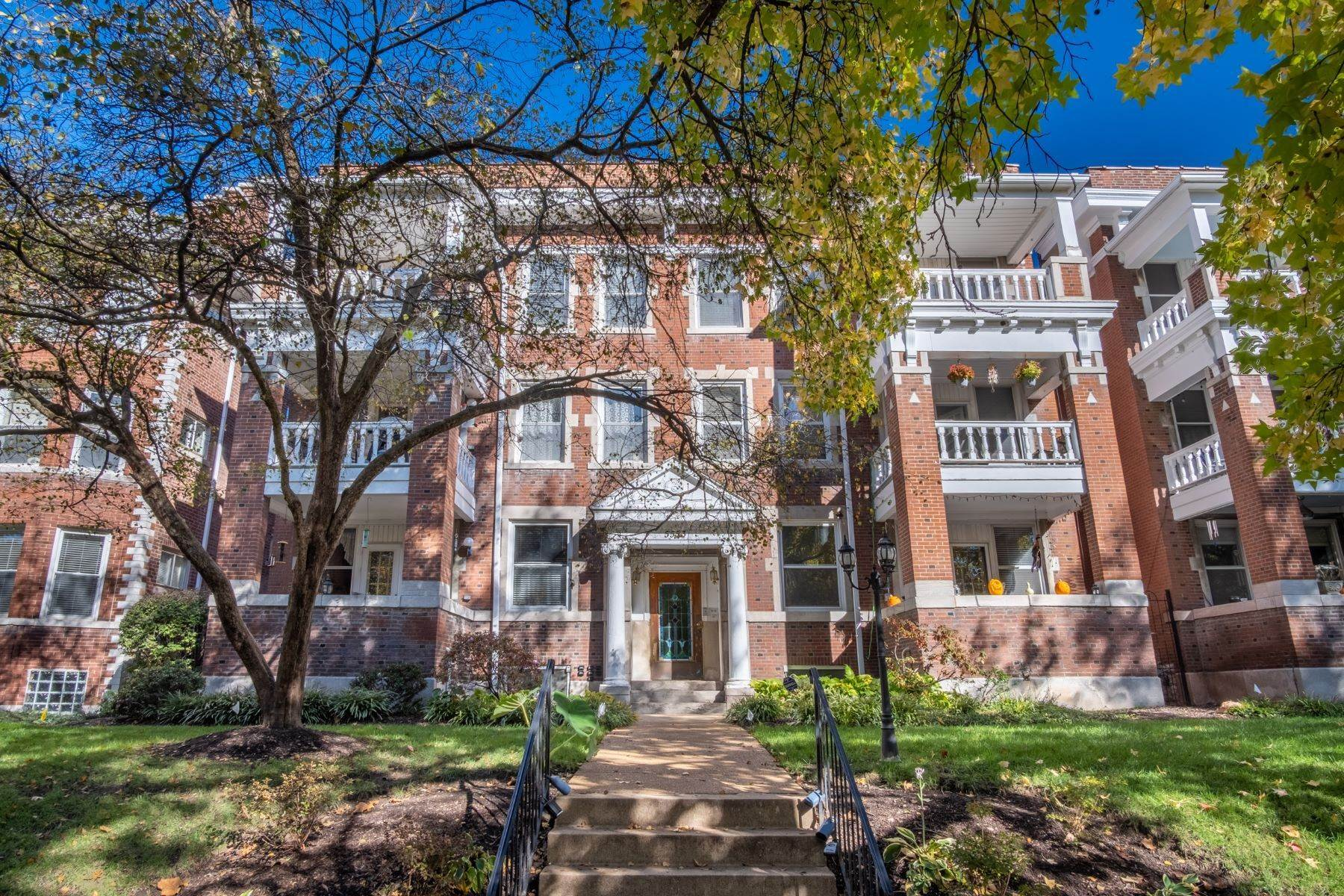 Condominiums for Sale at Urban Condo Living in the CWE 5553 Waterman Boulevard, #3E St. Louis, Missouri 63112 United States