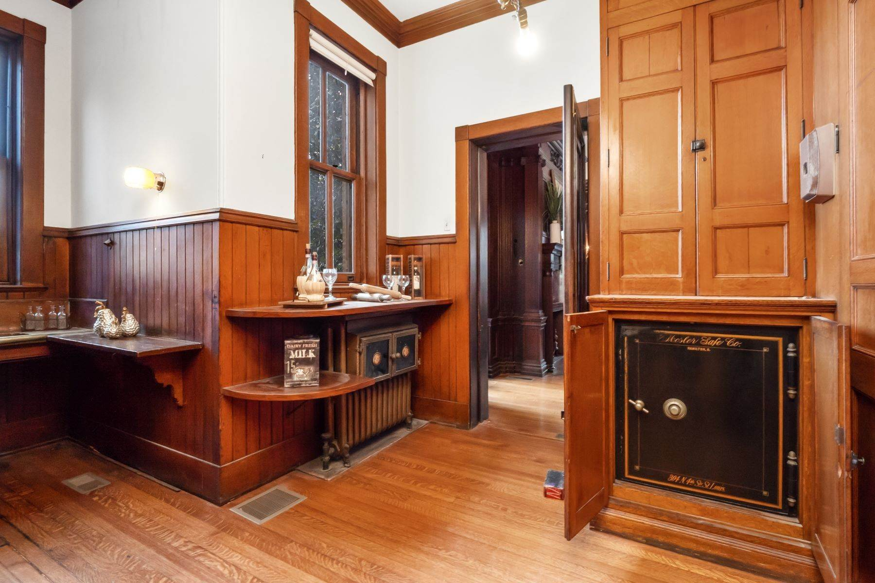 14. Single Family Homes for Sale at Central West End Manse 25 Westmoreland Place St. Louis, Missouri 63108 United States