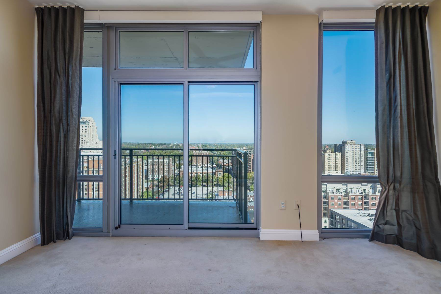 34. Condominiums for Sale at Free Flowing Condo in CWE 4909 Laclede Avenue, #1806 St. Louis, Missouri 63108 United States