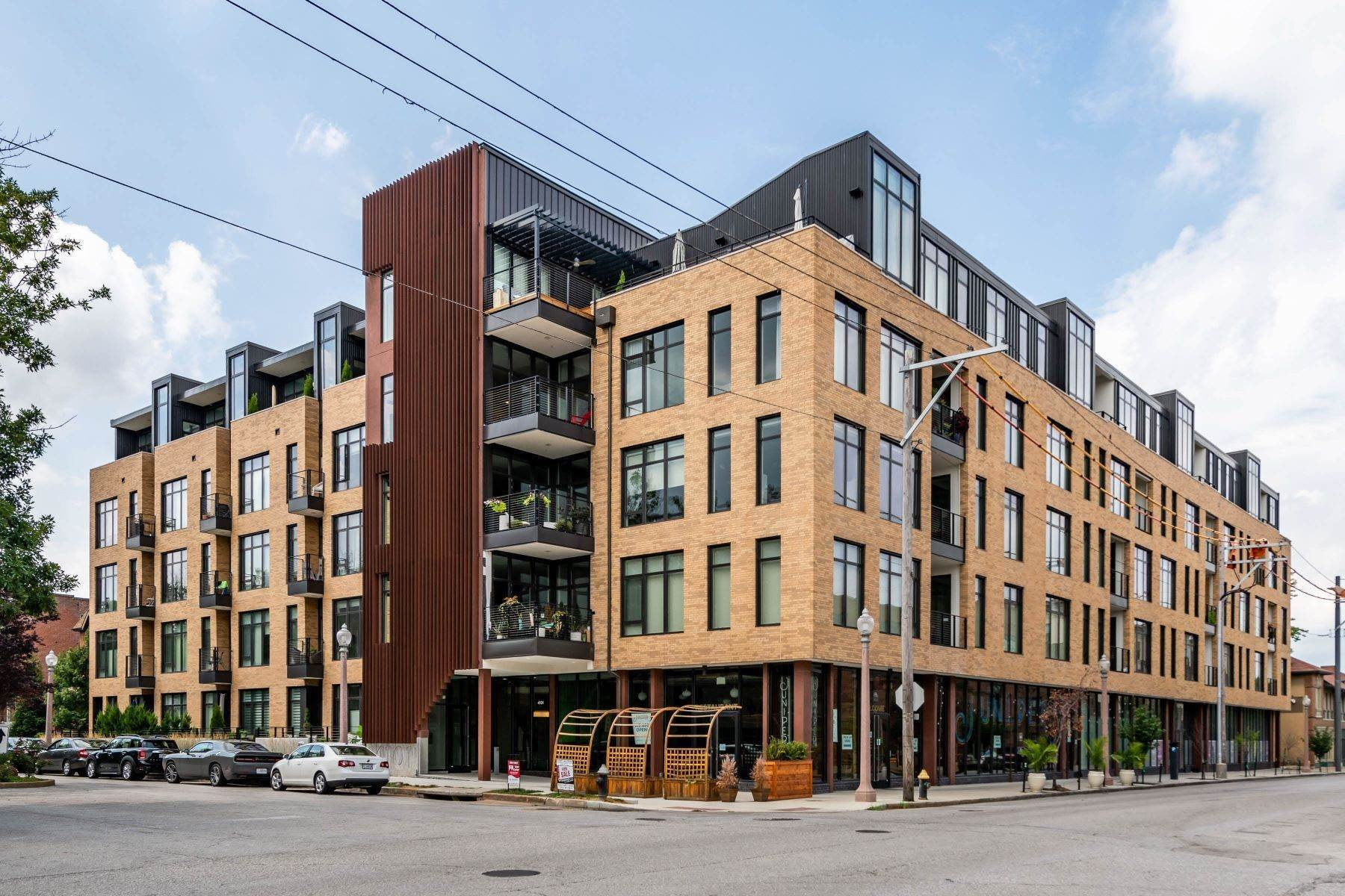 Condominiums for Sale at Desirable Unit in the Luxury 4101 Laclede Condominiums 4101 Laclede Avenue #410 St. Louis, Missouri 63108 United States
